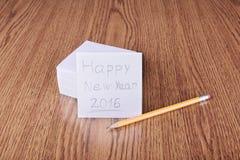 Mensaje de la Feliz Año Nuevo en la tabla de madera Fotos de archivo libres de regalías