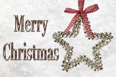 Mensaje de la Feliz Navidad con la estrella de plata Foto de archivo