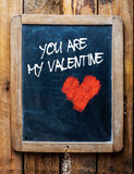 Mensaje de la tarjeta del día de San Valentín en la pizarra del vintage Foto de archivo libre de regalías