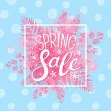 Mensaje de la venta de la primavera en las hojas rosadas Fotos de archivo libres de regalías