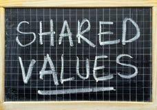 Mensaje de los valores compartidos en una pizarra Foto de archivo libre de regalías