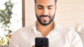 Mensaje de textos del hombre almacen de video