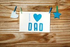 Mensaje del día de padres con el corazón y la estrella del fieltro Imagen de archivo