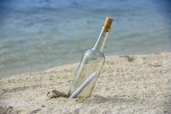 Mensaje en botella Imágenes de archivo libres de regalías