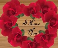 Mensaje en forma de corazón del amor en un fondo de madera imagen de archivo