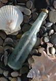 Mensaje en la botella de A (2) Imagenes de archivo