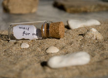 Mensaje en una botella Fotos de archivo