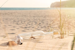 Mensaje en una botella Foto de archivo