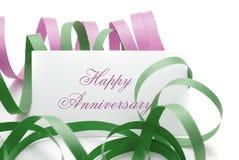 Mensaje feliz del aniversario en una tarjeta Fotografía de archivo