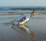 Mensaje para el final de la Feliz Año Nuevo del partido 2019 del año, imágenes de archivo libres de regalías