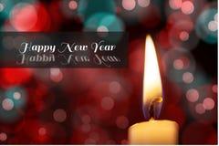 Mensaje y vela del Año Nuevo en diseño borroso del fondo Imagen de archivo