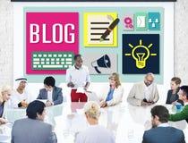 Mensajería en línea de Weblog del blog la medios observa concepto Imágenes de archivo libres de regalías