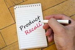 Mensch überreichen hölzernen Hintergrund und Rückruf- eines fehlerhaften Produktestext concep stockfotografie