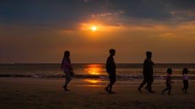Mensch im Sonnenuntergang Lizenzfreie Stockfotografie