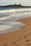 Menschenspuren auf Sand Lizenzfreies Stockfoto