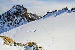 Menschliche Abdrücke auf dem Gletscher Stockfotografie