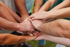 Menschliche Hände, die Einheit zeigen Lizenzfreies Stockfoto