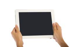 Menschliche Hand, die leeres teblet lokalisiert auf weißem Hintergrund hält Stockbilder