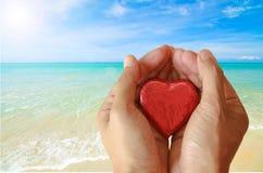 Menschliche Hand, die Liebeszeichen macht Lizenzfreies Stockbild