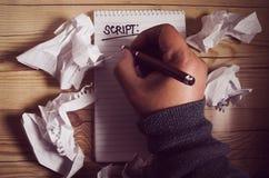 Menschliche Handschrift auf einem Notizbuch lizenzfreie stockbilder
