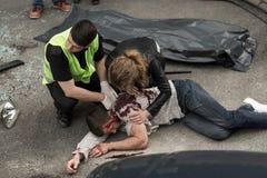 Menschliche Leiche auf der Straße stockfotos