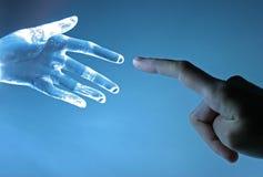 Menschliche und atrifical Hand Stockbild