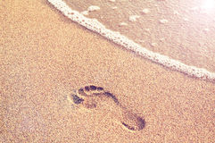 Menschlicher Abdruck auf einem sandigen Strand Lizenzfreie Stockbilder