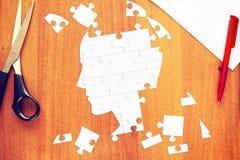 Menschlicher Kopf als Puzzlespiele Stockfotos