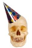Menschlicher Schädel mit Partyhut Stockbild