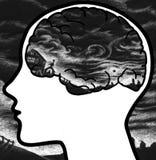 Menschliches Profil mit dunklen Wolken Stockfoto