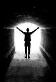 Menschliches Schattenbild im Tunnelausgang Stockfotos