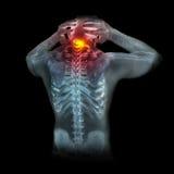 Menschliches Skelett unter den Röntgenstrahlen lokalisiert auf schwarzem Hintergrund Stockfoto