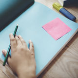 Menselijk Hand het Schrijven Werkend Exemplaar Ruimteconcept Royalty-vrije Stock Afbeeldingen