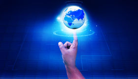 Menselijk handpunt aan digitale wereld Royalty-vrije Stock Foto