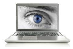 Menselijk oog op laptop het scherm Royalty-vrije Stock Fotografie