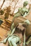 Menselijke beeldhouwwerken bij de Begraafplaats van Parijs Stock Afbeelding
