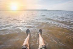 Menselijke benen op het water Royalty-vrije Stock Foto