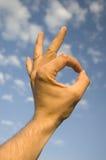 Menselijke hand die o.k. toont Royalty-vrije Stock Fotografie
