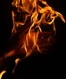 Menselijke hand die in vlam is Royalty-vrije Stock Afbeelding