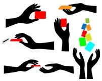 Menselijke handen met creditcards Stock Afbeeldingen