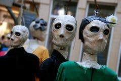 Menselijke met maat marionet bij het festival van de straatkunst stock foto's