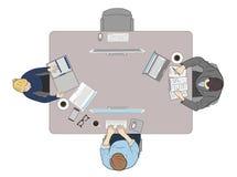 Mensen achter de werkplaats, hoogste mening Het werk bij de computer de hulpmiddelen worden uitgespreid uit op de lijst Vector il royalty-vrije illustratie