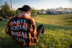 Mensen in ANTI SOCIALE SOCIALE CLUB Royalty-vrije Stock Afbeelding