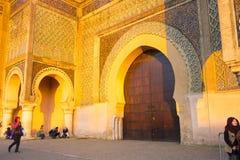 Mensen Bab El Mansour Gateway Meknes H stock foto's