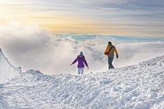 Mensen bij de bovenkant van Kasprowy Wierch van Zakopane in Tatras in wi Stock Afbeeldingen