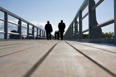 Mensen bij de brug Royalty-vrije Stock Foto's