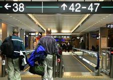 Mensen bij de luchthaven Stock Foto