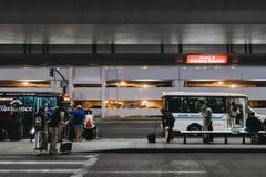 Mensen bij de luchthaven Royalty-vrije Stock Foto