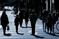 Mensen bij de straat stock foto