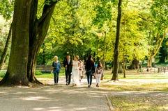 Mensen bij een park royalty-vrije stock afbeelding